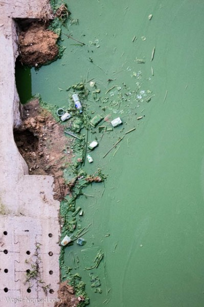 China-Linyi-polluted-river