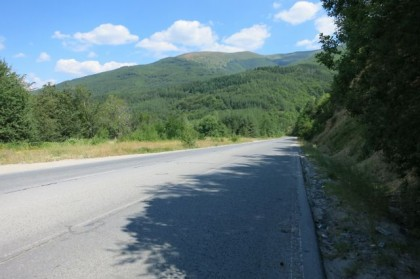 Hitchhiking Macedonia Bulgaria empty road