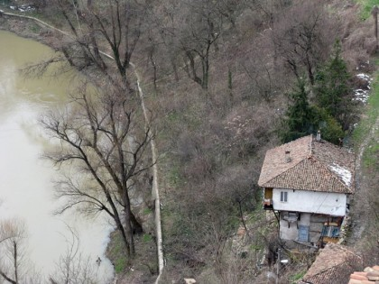 Veliko Ternovo - house near river