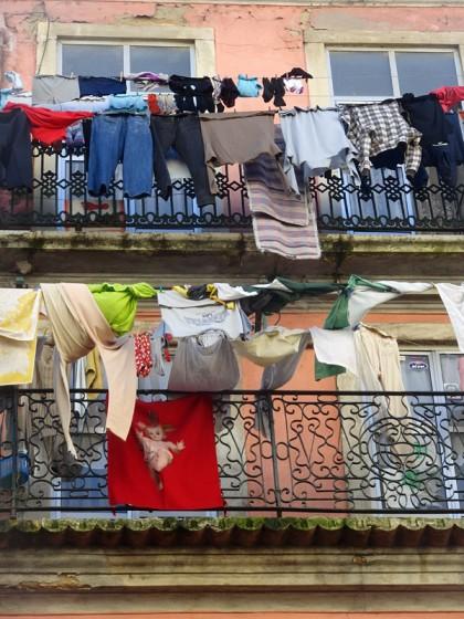 Balcony clothes line, Lisbon (Portugal)
