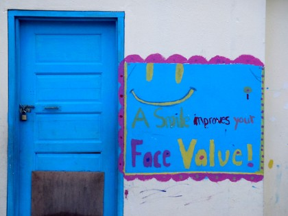 "Caye Caulker - sign ""smile"""