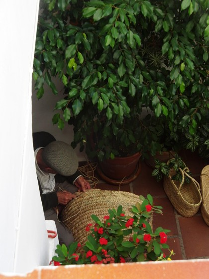 Creating hamper baskets in Tarifa