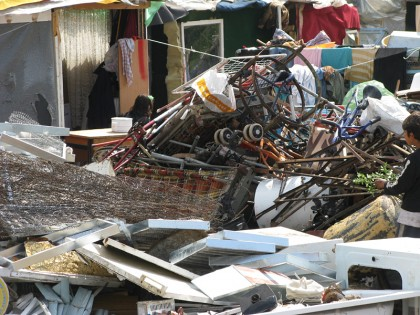 gypsy houses and trash