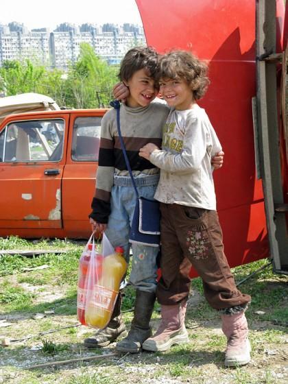 happy romani friends