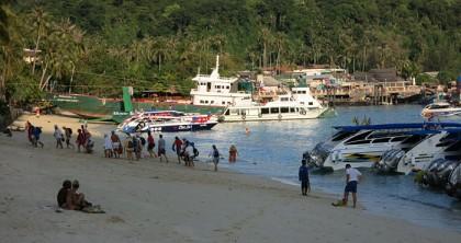 Ko Phi Phi tourist line