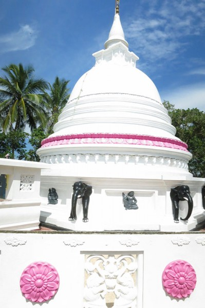 Sri Lanka travel story - Merissa Buddhist temple