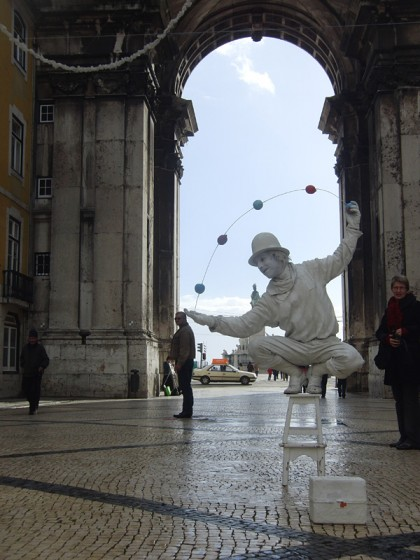 Street artist; freeze juggler (Lisbon, Portugal)