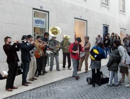 Street artist; street musicians (Lisbon, Portugal)