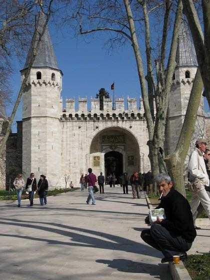 Man squatting outside the Topkapı Palace