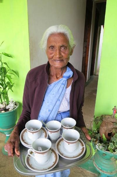 Sri Lanka travel - Adam's peak tea lady
