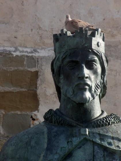 Bird on king statue head, Tarifa